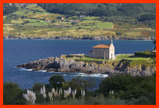 Mundaka view of bay and church